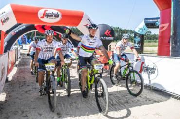 Tropický závod Segafredo Sahara Race potvrdil svůj název